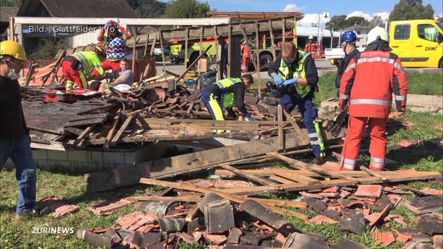 Zwei Schwerverletzte nach Dacheinsturz in Glattfelden