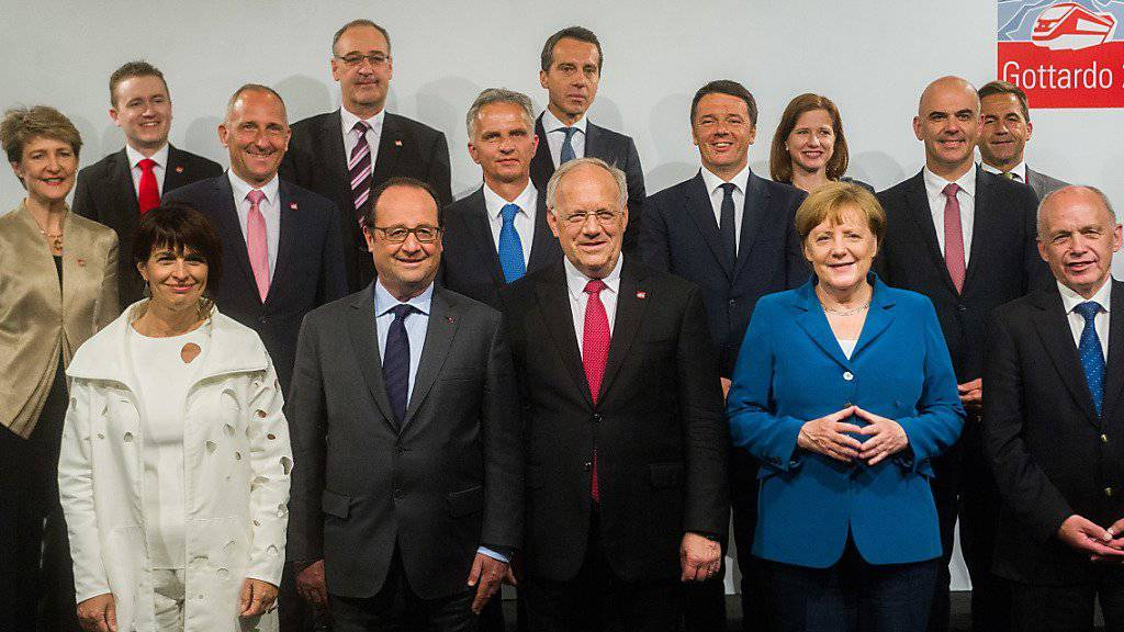 Das Familienfoto der «Very VIPs»: Viele Staats- und Regierungschefs Europas erwiesen dem neuen Gotthardtunnel die Ehre - wenn auch nur für kurze Zeit.