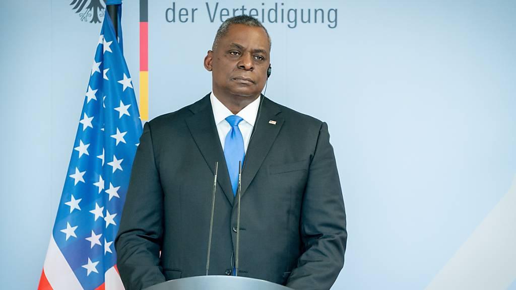 US-Verteidigungsminister Lloyd Austin gibt eine Pressekonferenz bei seinem Besuch in Deutschland. Foto: Kay Nietfeld/dpa