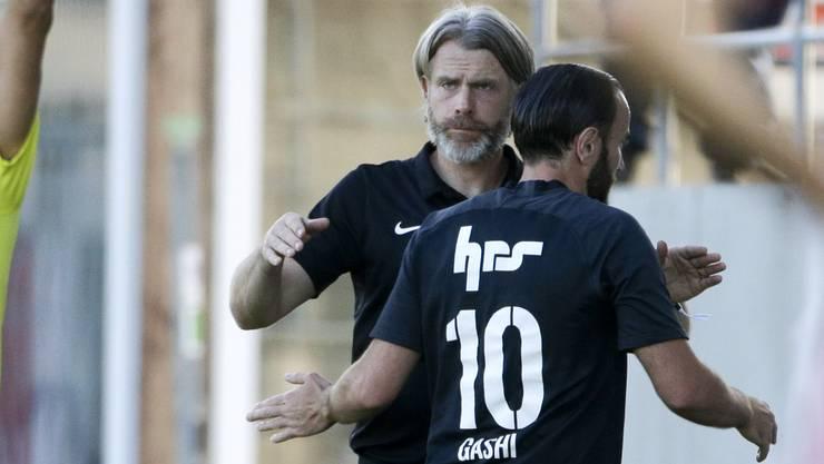 Höchststrafe für Shkelzen Gashi: Im Heimspiel gegen Chiasso nimmt Trainer Stephan Keller seinen Starstürmer nach dessen Einwechslung wieder vom Platz