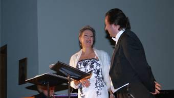 Weihnachtsduette, die auch Spass machten, hörte das Publikum von BarbaraBuhofer und Raimund Wiederkehr.