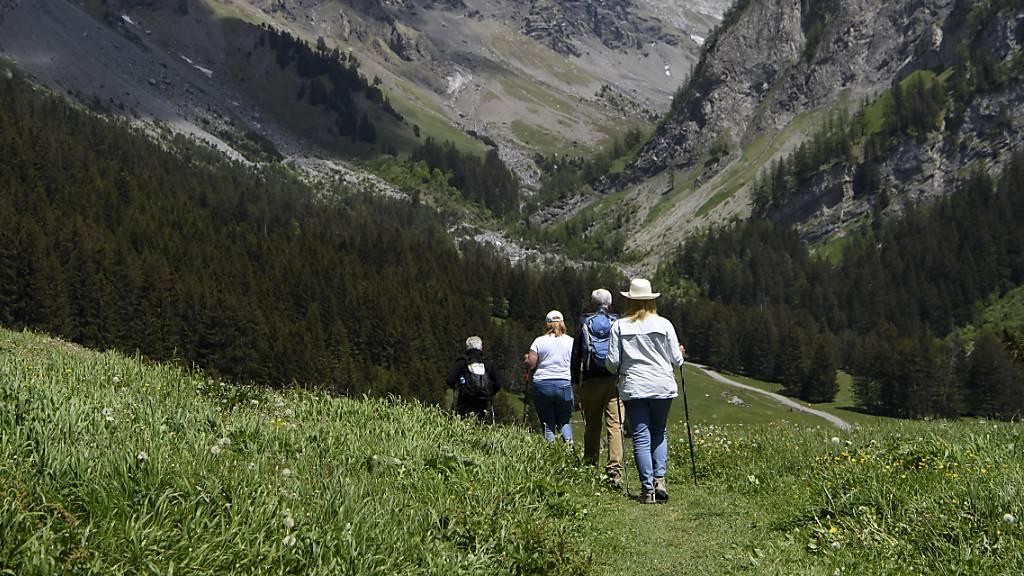 Wegen der Coronapandemie planen viele Schweizer dieses Jahr Ferien im eigenen Land. (Themenbild)