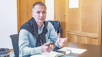 Christian Schlatter ist als Gemeindepräsident zurückgetreten, er will aber vorerst Verwaltungsleiter bleiben.