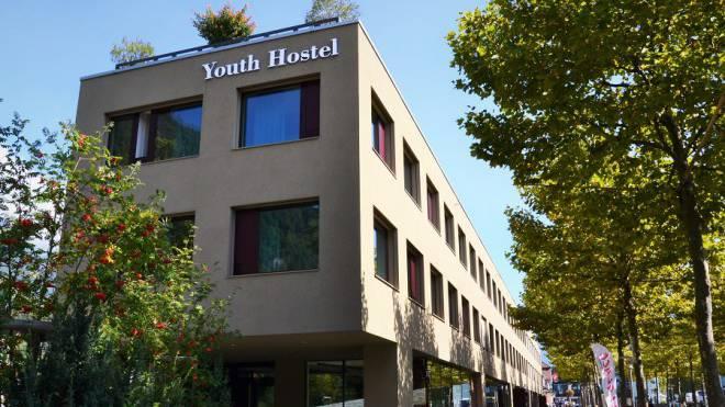 Aussenansicht der modernen Jugendherberge in Interlaken.