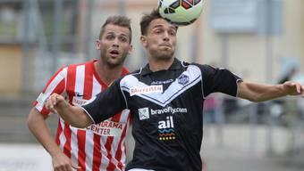 Frédéric Veseli (rechts) spielt seit diesem Sommer mit Lugano in der Super League - hier im Zweikampf mit Thuns Roman Buess