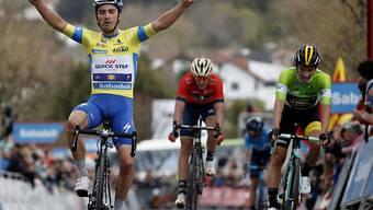 Julian Alaphilippe jubelt über seinen zweiten Etappensieg an der Baskenland-Rundfahrt