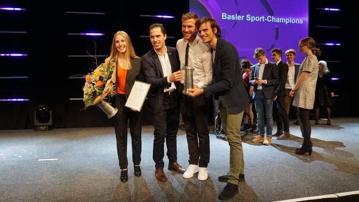 Laura Stähli und das Degenteam der Schweizer Herren mit Max Heinzer, Benjamin Steffen und Michele Niggeler (es fehlt Lucas Malcotti)
