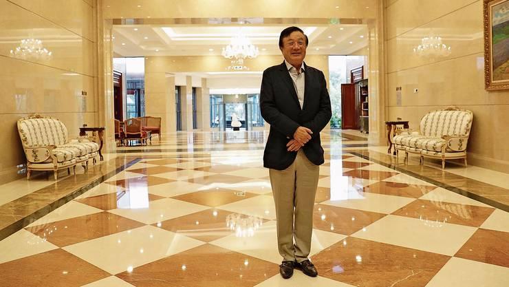 «Sicher können wir ein Versprechen geben, dass wir keine Informationen an die chinesische Regierung weiterleiten»: Huawei-Gründer Ren Zhengfei in der Firmenzentrale in Shenzhen, China. Bild: Qilai Shen/Bloomberg