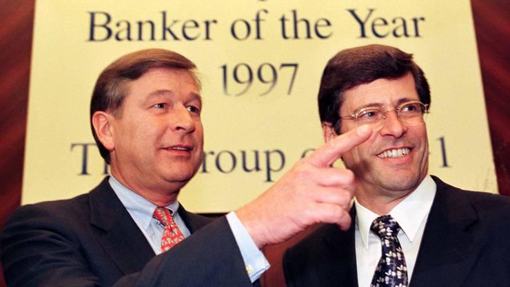 Marcel Ospel (links), vom Schweizerischen Bankverein (SBV)., und Mathis Cabiallavetta, von der UBS.
