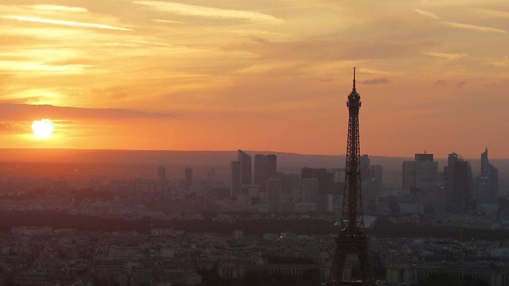 Die Stadt Paris geht gerichtlich gegen die Wohnungsvermittlung Airbnb vor. Die Online-Plattform hat laut der Stadtverwaltung gegen Auflagen verstossen. (Archivbild)