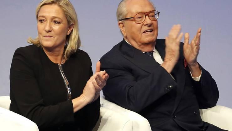FN-Chefin Marine Le Pen und ihr Vater Jean-Marie Le Pen sind im Visier der französischen Steuerfahndung. (Archivbild)