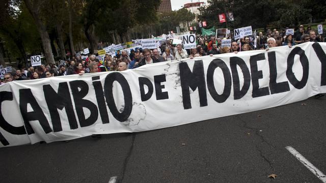 """Rund tausend """"Empörte"""" fordern in Madrid einen Systemwechsel"""
