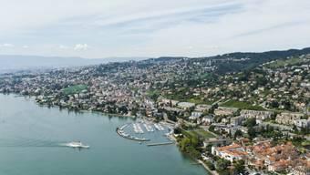 Blick auf Lutry im Kanton Waadt am Genfersee