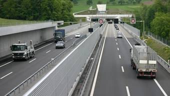 Täglich verkehren 40 000 Fahrzeuge durch den Islisbergtunnel. (Bilder Werner Schneiter)