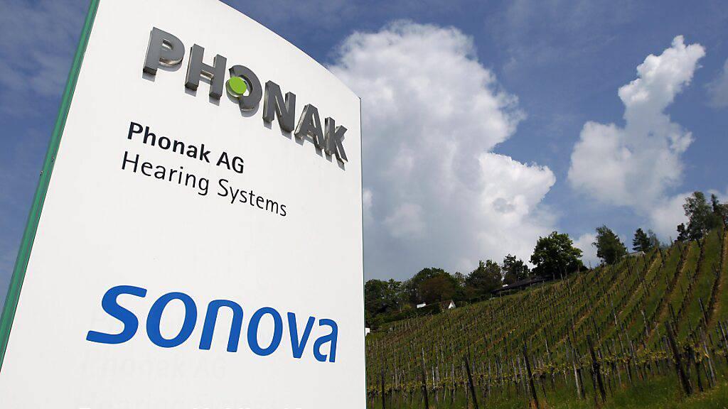 Der Hörgerätehersteller Sonova baut am Standort in Murten 13 Stellen ab. In den kommenden Jahren soll aber das dort ansässige Kompetenzzentrum für Wireless-Systeme ausgebaut und damit verbundene die Zahl der Angestellten wieder aufgestockt werden.(Archivbild)