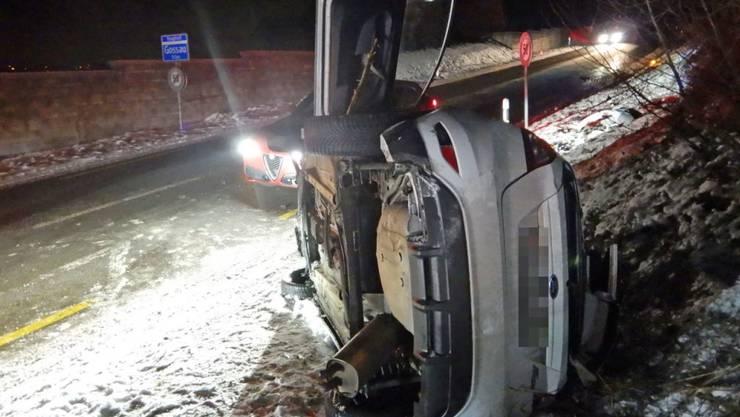 Bei einem spektakulären Selbstunfall ist im Thurgau ein 21-jähriger Automobilist verletzt worden.