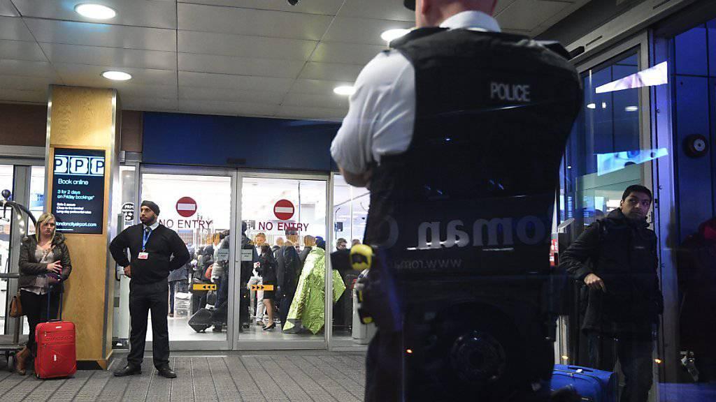 Gas-Alarm am City-Airport in London: Zwei Personen wurden wegen Atemprobleme ins Spital gebracht.