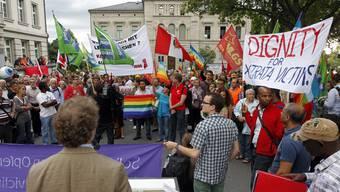 Immer wieder protestieren die Menschen hierzulande gegen den Abbau von Rohstoffen durch Grosskonzerne. Eine Initiative will diese nun für Menschenrechtsverletzungen haftbar machen.