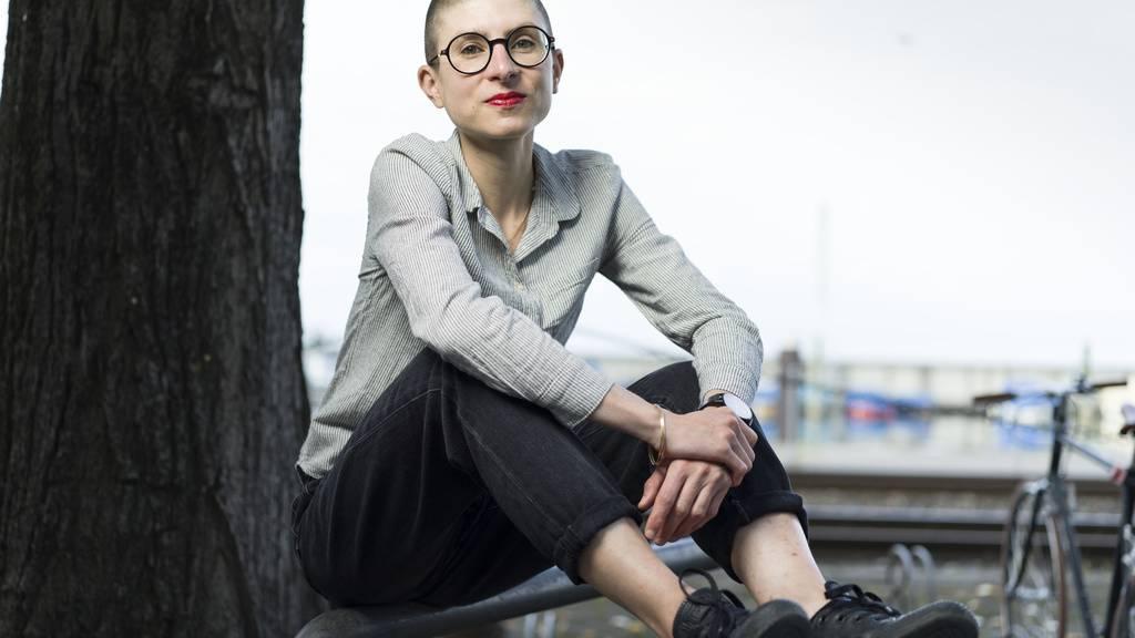 Die Ostschweizer Autorin Anna Stern ist mit ihrem Roman «das alles hier, jetzt.» für den Schweizer Buchpreis 2020 nominiert:  «Mich berühren Texte, die mich dazu bringen, über Fragen nachzudenken, die mich und mein Umfeld betreffen», sagt sie.