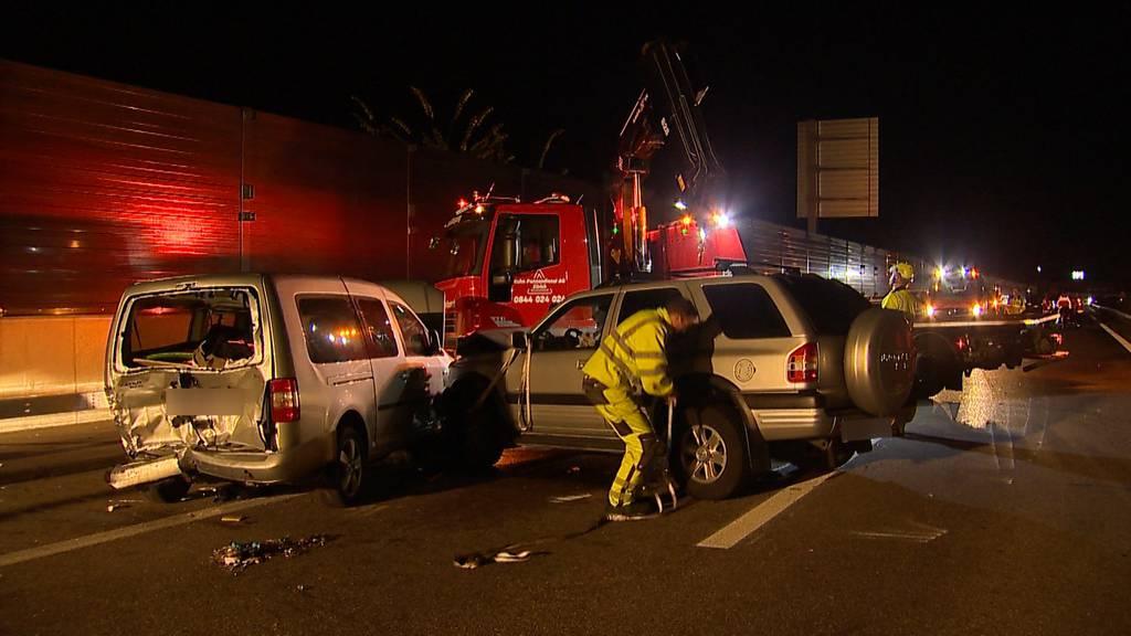 Verkehrsunfall bei Wangen ZH: Zwei Männer mittelschwer verletzt