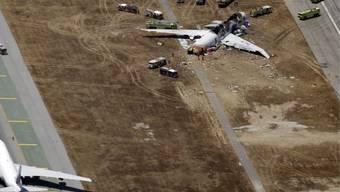 Die Wrackteile der abgestürzten Flugzeugs in San Francisco