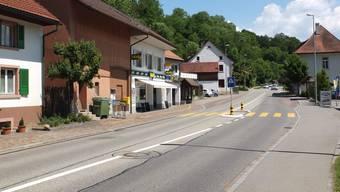 Die Kantonsstrasse K107 führt durch die Gemeinde Ueken. In den kommenden Jahren wird die Strasse umfassend saniert. Fotos: zvg
