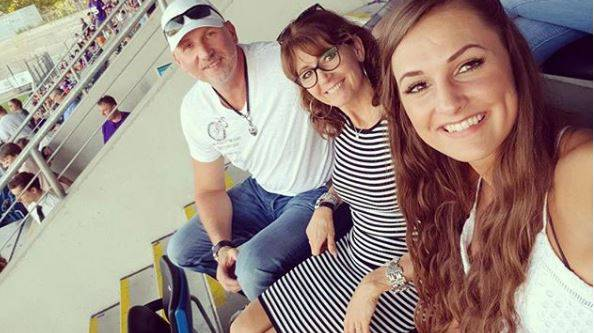 Dora Grozer mit ihren Eltern Georg und Timea. Beide waren selber ungarische Nationalspieler und sind heute in Ungarn als Trainer aktiv.