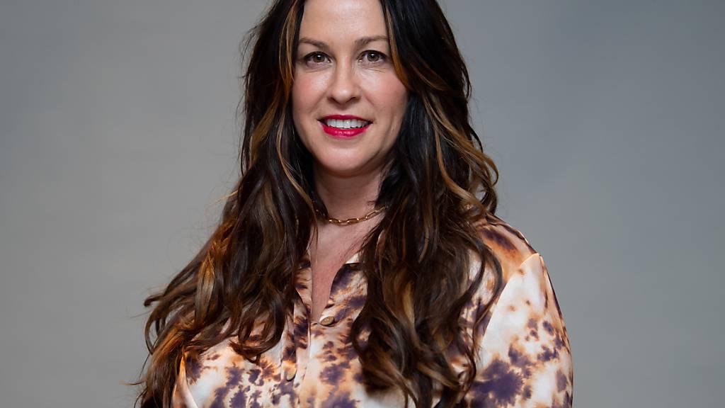 ARCHIV - Alanis Morissette übt Kritik an dem Dokumentarfilm «jagged» der sich um ihr Leben dreht. Der Film feierte gestern seine Premiere ind Toronto. Foto: Sven Hoppe/dpa