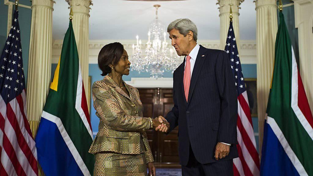 Anlässlich eines Besuchs der südafrikanischen Aussenministerin Nkoana-Mashabane äusserte sich US-Aussenminister Kerry auch zur möglichen Zusammenarbeit mit Russland in Syrien.