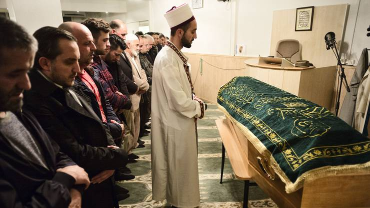 Am Mittwochabend fand in der Moschee der Islamischen Gemeinschaft Lenzburg die Abdankungsfeier für Elida statt.