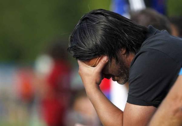 Murat Yakin, Trainer des FC Luzern, verfolgt das Spiel, beim Trainingsspiel zwischen dem FC Luzern und dem FC Thun
