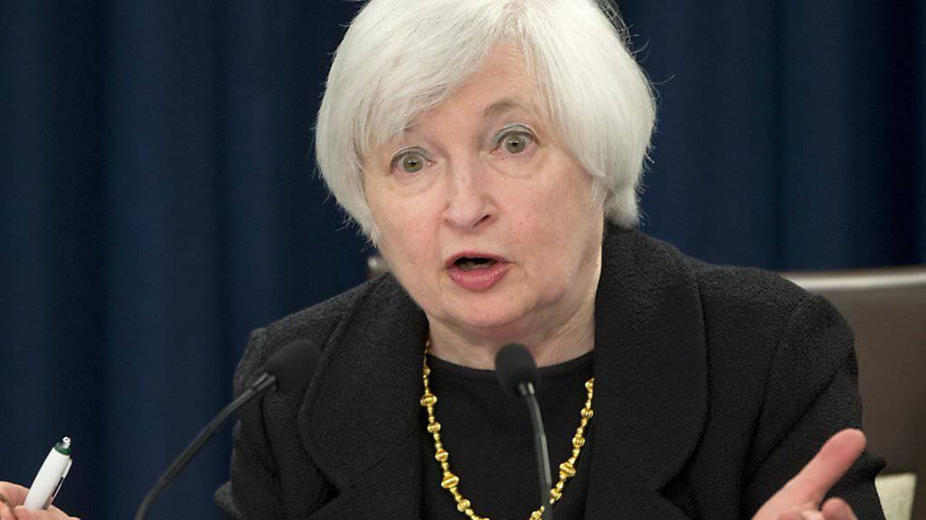 Fed-Chefin Janet Yellen will erst Verbesserungen in der Wirtschaft sehen, bevor sie die Zinsen anhebt.
