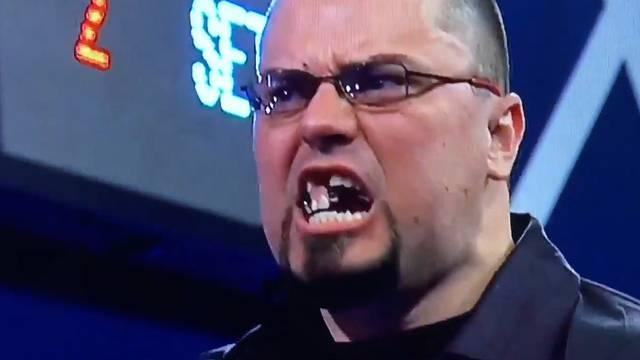 Dart-Spieler verliert seine Zähne