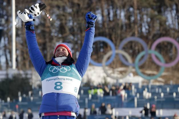 Marit Björgen gewinnt überlegen die 30 Kilometer im Langlauf.
