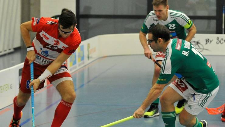 Matthias Hofbauer (vorne) und Captain Fankhauser erzielten fünf der acht Tore für Wiler-Ersigen in Thun.