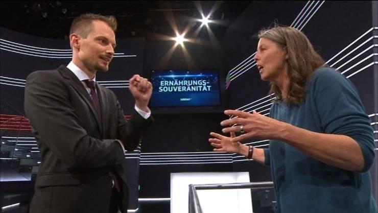 Moderator Jonas Projer mit Bio-Bäuerin Ulrike Minkner im Prüfstand.