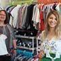 Antonella Perrone (links) und Sarah Di Pasquale gaben dem Secondhandladen für Kinderkleider den Namen «Saranella».