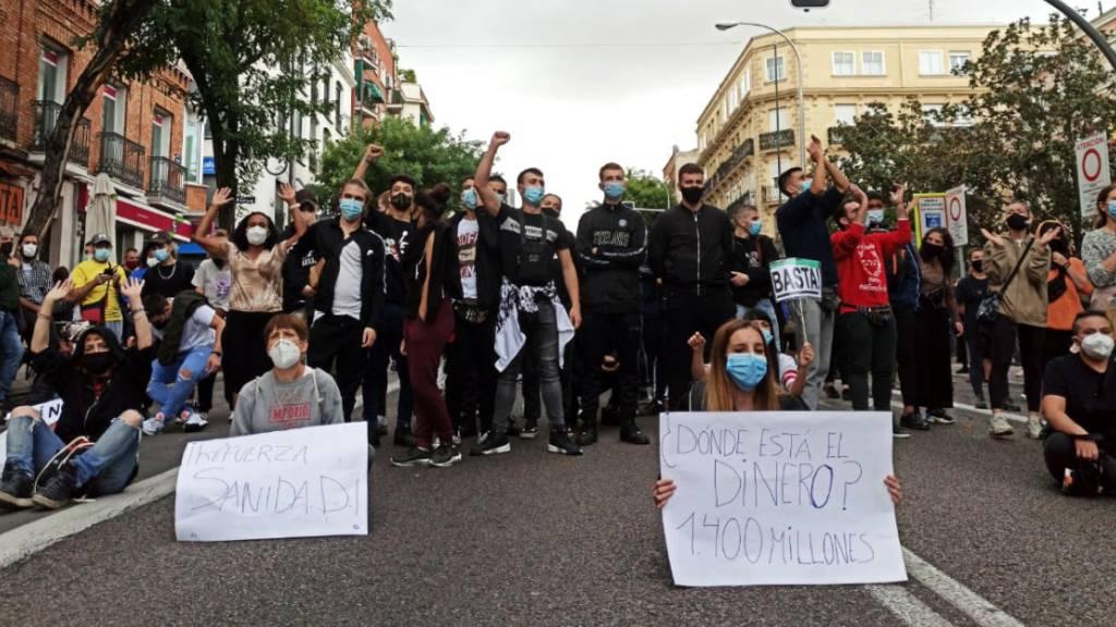 Proteste gegen Corona-Absperrungen in Madrid – «Keine Ghettos»