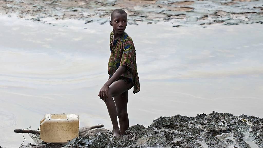Shell muss Bauern in Nigeria für Öl-Verschmutzung entschädigen