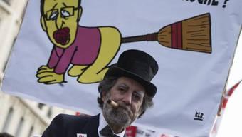 Demonstration gegen Hollandes Sparpolitik in Paris