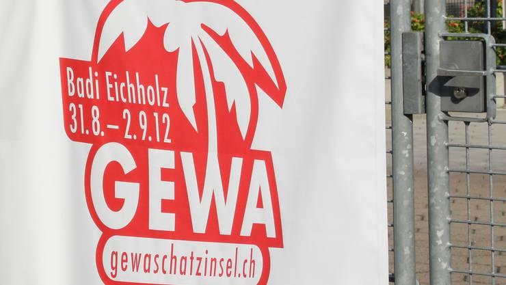 Die Gewerbeausstellung in der Badi Eichholz sorgt für Kritik bei den Badegästen.