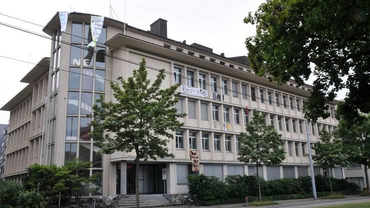Protest am Zürcher Unispital gegen den geplanten Stellenabbau