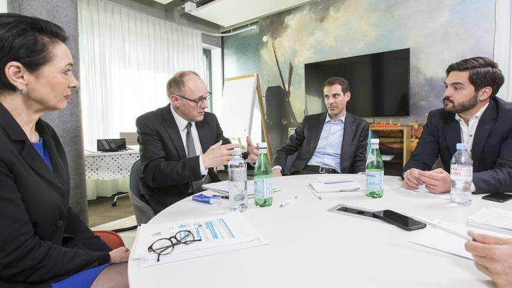 Marianne Binder, Hansjörg Knecht, Thierry Burkart und Cédric Wermuth debattieren engagiert über das EU-Rahmenabkommen. In einem sind sich alle vier einig: Der Bundesrat macht eine schlechte Figur.