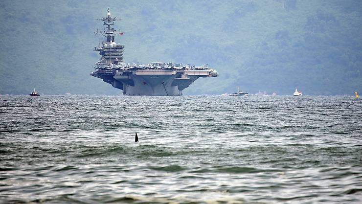 """Auf dem Flugzeugträger """"USS Theodore Roosevelt"""" grasiert das Cornoavirus. Die Besatzung wird nun nach und nach evakuiert. (Archivbild)"""