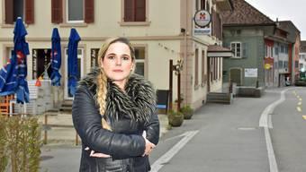 Das ehemalige Hotel Burghof in Aarburg ist Martina Bircher ein Dorn im Auge. Ein Privater vermietete winzige Zimmer an Flüchtlinge für 600 Franken pro Monat.