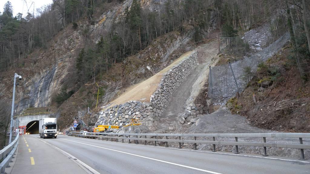 Axenstrasse bis Donnerstagnachmittag gesperrt