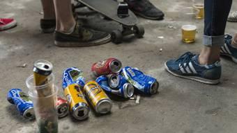 An Veranstaltungen und Festen ist es für Jugendliche besonders leicht, Alkohol zu kaufen. (Symbolbild)