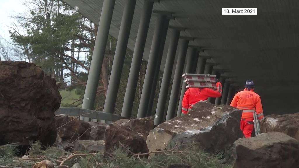 Die Räumungsarbeiten nach dem Felssturz haben begonnen – und werden dauern