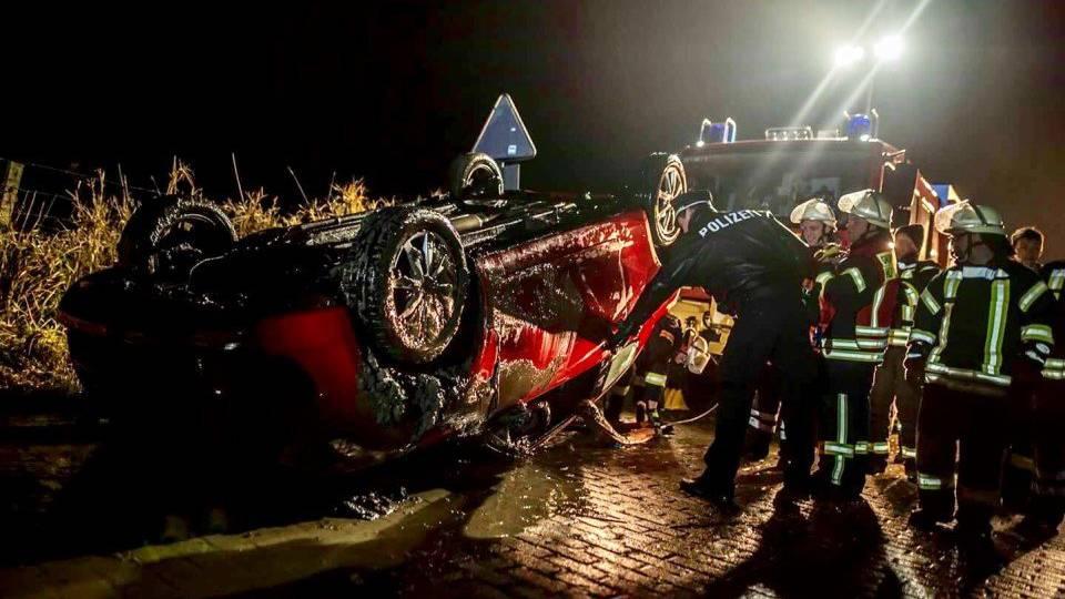 Der Wagen des Pechvogels hat Totalschaden.