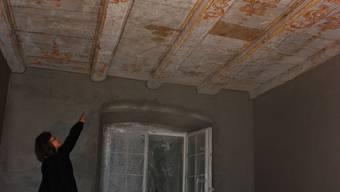 Barocke Decke Balken aus verschiedenen ehemaligen Räumen wurden zu einer neuen Decke zusammengefügt. (Nicolas Kucera)